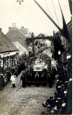 Heilig-Hartprocessie, wagen Sint-Pietersbasiliek, 1925