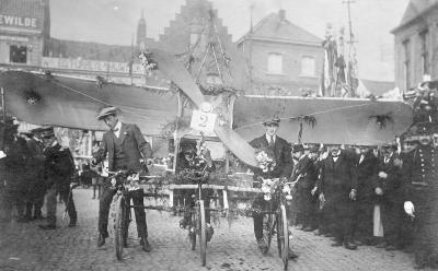 Stoet n.a.v. vliegmeeting, 1911