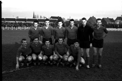 FC Eekloo op voetbalveld, Izegem, 1959