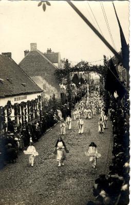 Heilig-Hartprocessie, groep paaskaars, 1925