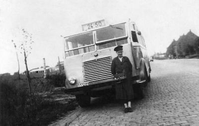 Aurel Vandenaweele bij bus