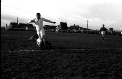 Actiefoto's voetbal, Izegem, 1959