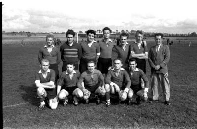 Groepsfoto voetbalclub SK Staden, 22 september 1957