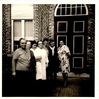 Bewoners & helpers van het rusthuis, Gits