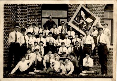 Bijeenkomst van de christelijke arbeidersjeugd in de St. Quirinuszaal, Hooglede, 1930