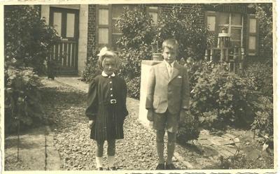 Eerste communie van Leona en Leon Lievens, 1956