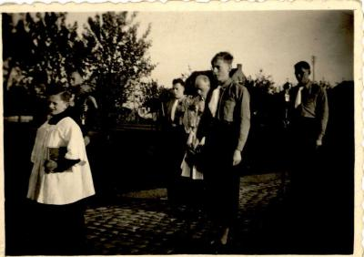 Processie met onderpastoor C. Vergracht, Gits, 1955