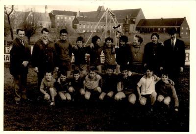 Groepsfoto jonge voetballers, Gits