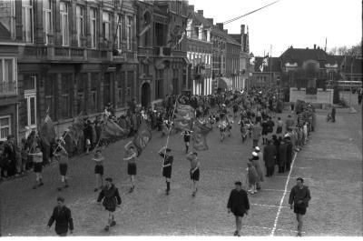 Feest bij padvinders (scouts): optocht, Izegem 1958