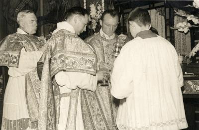 Dankmis priesterwijding E.H. Gerard Vierstraete, 1954